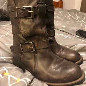 Steve Madden Caveat Distressed Boots